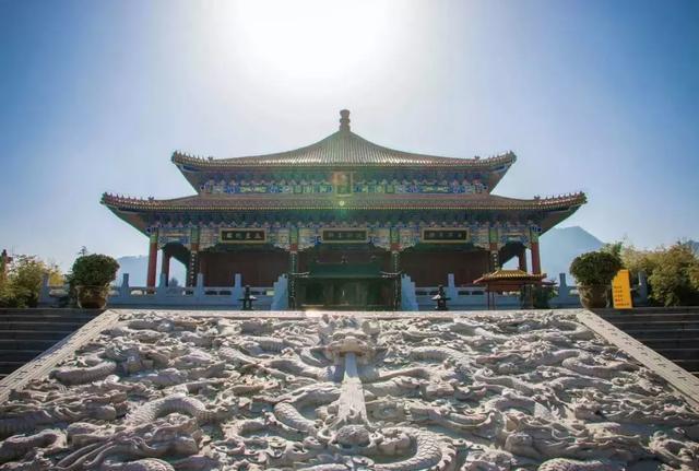 秦岭野生动物园具有 全国规模最大,功能最全的鸟语林;具有全国最大