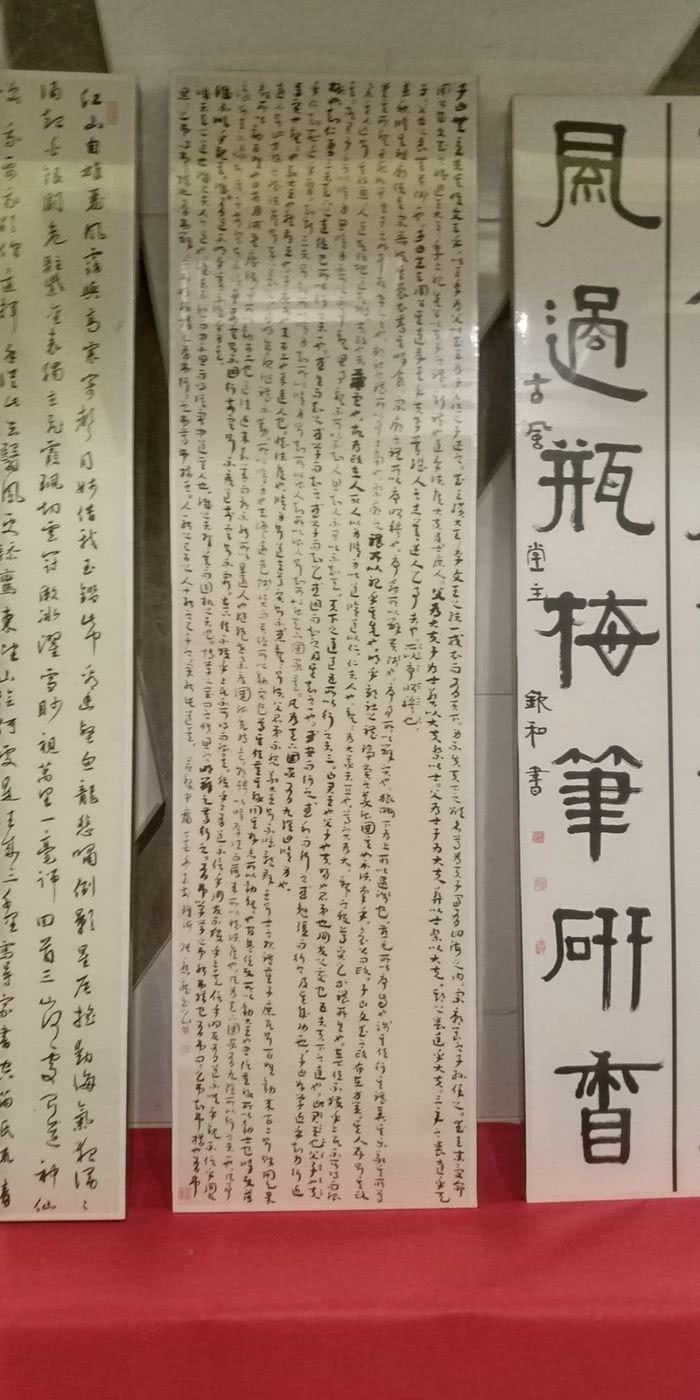阳江高新区和珠海高栏港区举行书法交流活动  在书法台,两地书法家图片