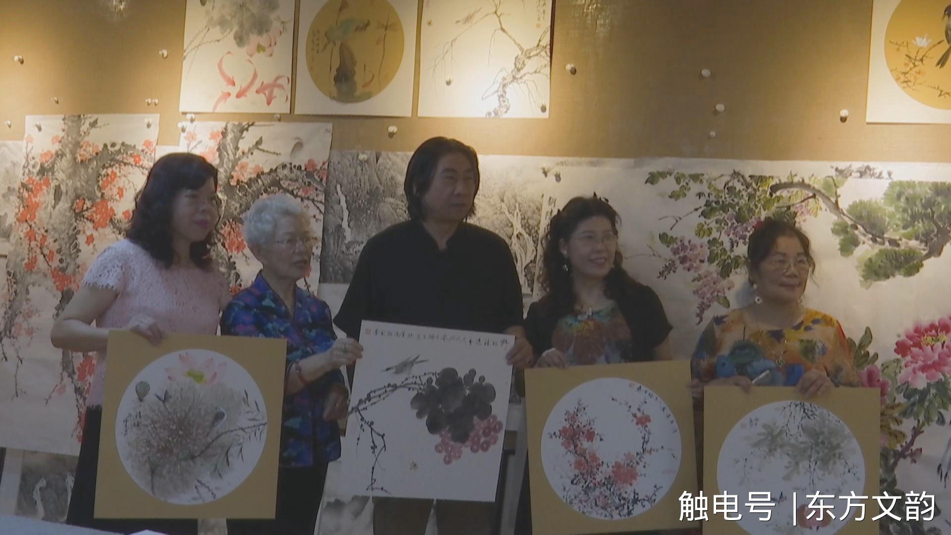安徽画家刘瑞京赠送作品给台湾艺术家