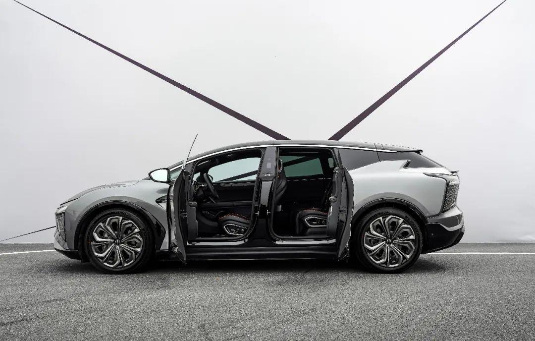 不愧为造车新势力巅峰之作!高合HiPhi X试驾评测