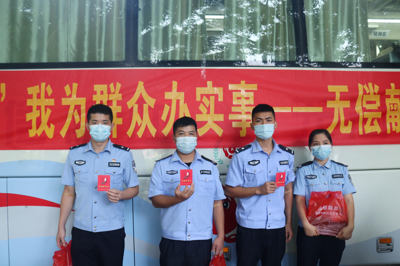 广西硕龙边检站民警职工踊跃参加无偿献血活动